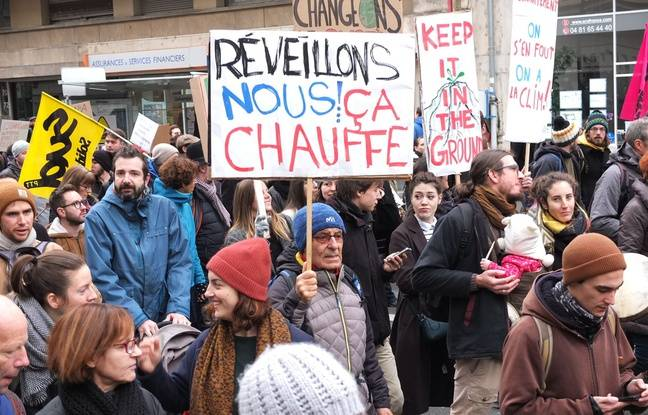Protesters at the March for the climate December 8 in Lyon.