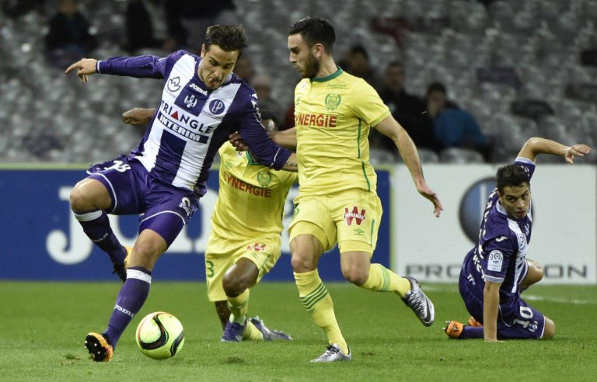 Le milieu offensif du TFC Oscar Trejo (à gauche) face au milieu nantais Adrien Thomasson lors du match de Ligue 1 au Stadium de Toulouse, le 6 février 2016. – P. Pavani / AFP