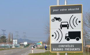 Un panneau indiquant un radar (illustration).