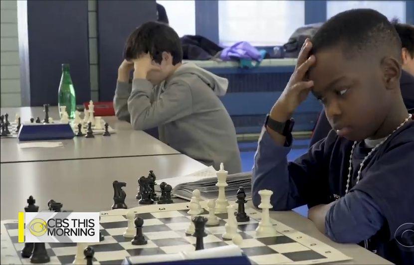 VIDEO. A 8 ans, ce réfugié nigérian est le plus jeune champion d'échecs
