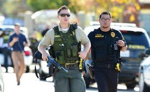 Des policiers sur les lieux de la fusillade de San Bernardino en Californie, le 2 décembre 2015