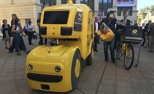 Le robot adopté par la Poste a roulé pour la première fois à Antigone ce vendredi