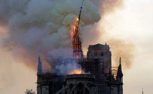 La flèche de Notre-Dame lors de l'incendie en avril 2019.