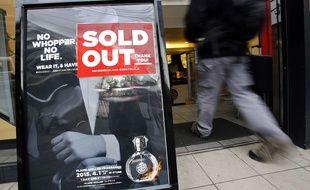 Un établissement de la chaîne Burger King Japon a épuisé ses stocks de parfum au hamburger, à Tokyo, le 1er avril 2015.