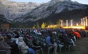 Le Festival de Gavarnie (Hautes-Pyrénées) programme cet été Le Cid dans son exceptionnel site classé qui met l'organisation face à un choix cornélien: rester dans le cirque et demeurer spectaculaire ou partir sous la pression de l'Unesco et perdre de sa superbe.