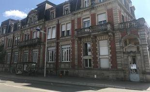 Plus d'une centaine de sans-abris occupent l'ancien siège de la brasserie Grüber à Strasbourg.