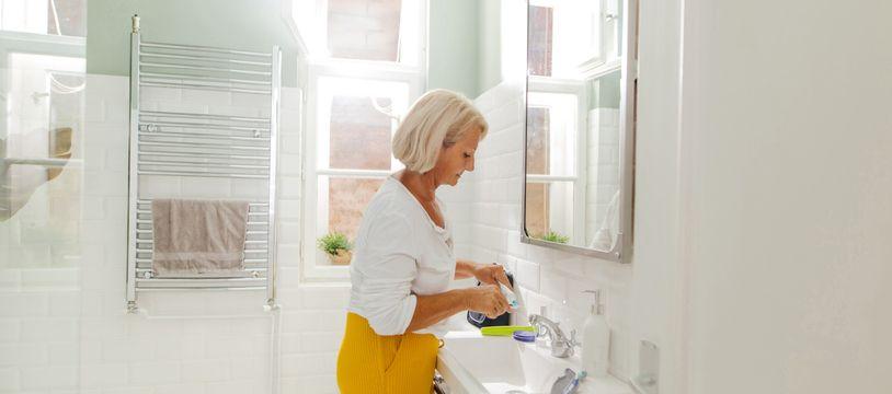 Premier lieu de chute de la maison, votre salle de bains doit être adaptée à votre âge.