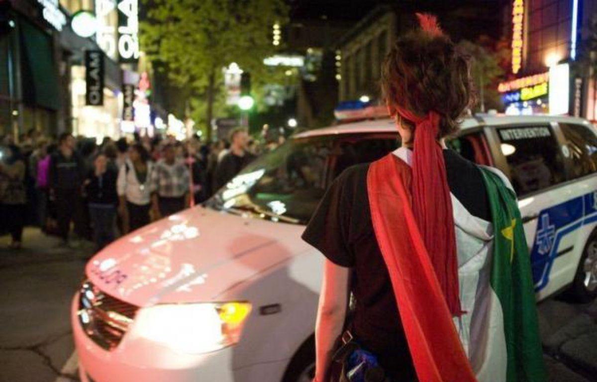Des affrontements ont opposé vendredi soir dans les rues du centre-ville de Montréal de petits groupes de manifestants radicaux aux forces de l'ordre, autour des festivités du Grand Prix de formule 1 du Canada. – Steeve Duguay afp.com