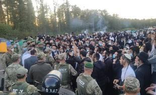 Des milliers de pèlerins juifs à la frontière entre la Biélorussie et l'Ukraine.