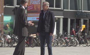 Bernard de la Villardière à Cologne (Allemagne) pour «Dossier Tabou».