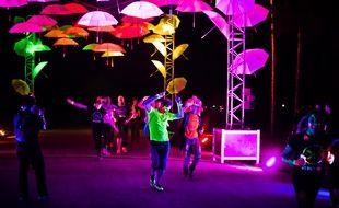 Pendant l'Electric Run le 20 juin 2015, les participants n'hésitaient pas à s'arrêter de courir pour danser.