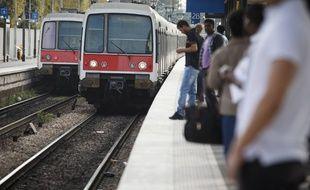 Illustration: un RER entre en gare.