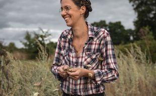 Installée depuis dix ans en Bretagne, Claire Desmares-Poirier lance un appel pour quitter la ville et rejoindre la campagne.