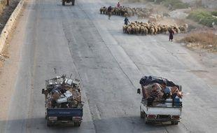 Des familles syriennes du sud-est de la province d'Idlib et de la campagne du nord de Hama, fuyant les combats.