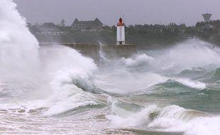 Illustration d'un coup de vent, ici sur la ville de Saint-Malo, en Ille-et-Vilaine.