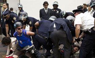 Des militants du mouvement Occupy Wall Street arrêtés à New York, le 17 septembre 2012.