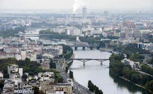 Comment vivront les 13 millions de Franciliens en 2030? Le schéma d'aménagement de l'Ile-de-France, voté vendredi, organise une région à l'habitat plus dense, mieux irriguée par les transports en commun, garants d'un essor économique, tout en préservant les terres agricoles.
