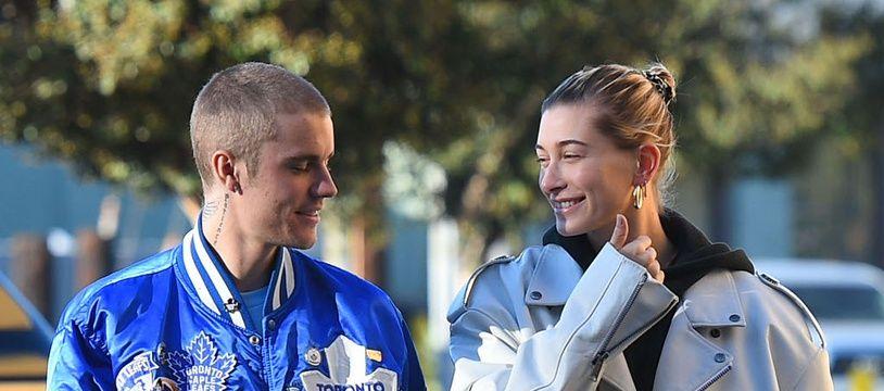 Le chanteur Justin Bieber et sa femme, le mannequin Hailey Baldwin, dans les rues de Los Angeles