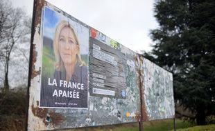 Une affiche du FN, ici à L'Isle d'Abeau, dans l'Isère (photo d'illustration).