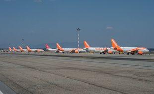Des appareils de la compagnie Easy Jet à l'aéroport de Milan.