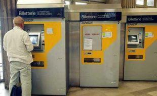 Des billeteries automatiques de la SNCF dans la gare de l'Est à Paris.