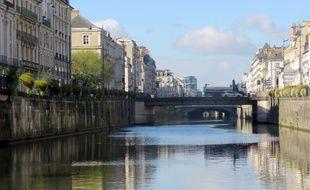 La Vilaine canalisée, ici vers les quais de République de Rennes.