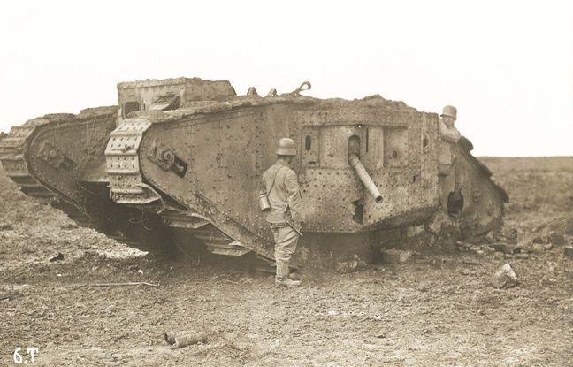 Un des chars utilisés par les Britanniques lors de la bataille de Bullecourt, près d'Arras, dans le Pas-de-Calais, en avril 1917.