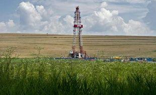 Une foreuse sur un site d'exploitation de gaz de schiste en Roumanie
