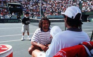 Yannick Noah avec Cédric Pioline en Israël, lors de la Coupe Davis en 1996.