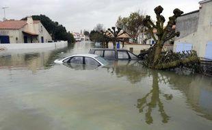 Des maisons et des rues inondées à La Faute-sur-Mer le 1er mars 2010 après le passage de la tempête Xynthia