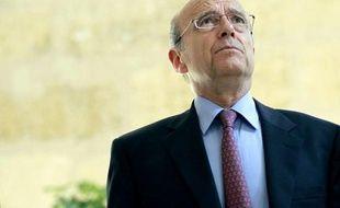 """Le ministre des Affaires étrangères, Alain Juppé, ancien Premier ministre de Jacques Chirac, a exprimé vendredi sa """"grande tristesse"""" après la condamnation à deux ans de prison avec sursis de l'ancien président de la République, auquel il a témoigné sa """"fidèle amitié""""."""