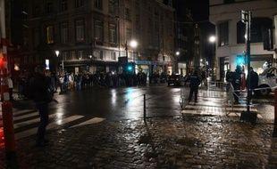 La police met en place un périmètre de sécurité à Bruxelles, le 22 novembre 2015