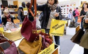 Début des soldes le 8 janvier 2014 dans un grand magasin à Paris