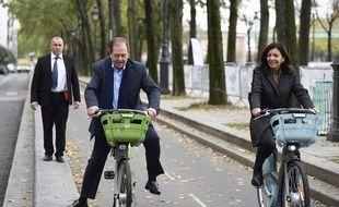 Patrick Ollier, le président du Grand Paris, pas très à l'aise sur le nouveau Vélib'. (Illustration)
