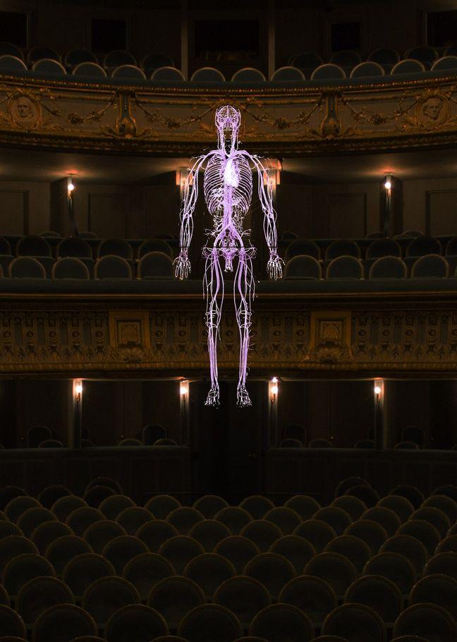 L'œuvre Inside de Daniel Firman au théâtre Graslin à Nantes.