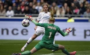 Portée par Eugénie Le Sommer, l'attaque de feu lyonnaise a terriblement fait souffrir le PSG en première mi-temps ce dimanche.