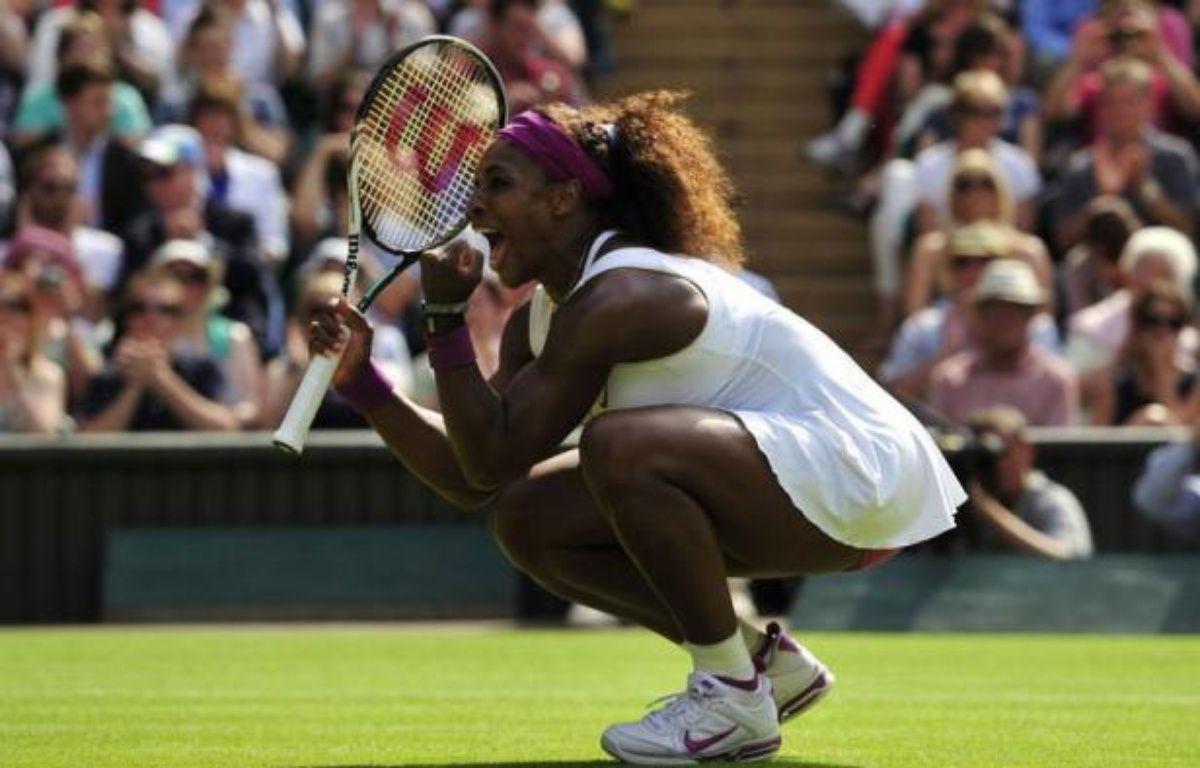 Serena Williams se dirige tout droit vers un cinquième titre à Wimbledon, dont aura bien du mal à la priver la Polonaise Agnieszka Radwanska, novice à ce niveau, samedi en finale – Glyn Kirk afp.com