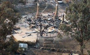Plusieurs personnes étaient portées disparues dimanche sur l'île de Tasmanie, au sud de l'Australie, où d'immenses feux de brousse dûs à la canicule ont réduit en cendres des dizaines de maisons, a annoncé dimanche la police.