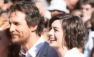 Les acteurs Matthew McConaughey et Anne Hathaway