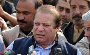 """Le chef du principal parti d'opposition, Nawaz Sharif, a d'ailleurs demandé au gouvernement d'annoncer """"sans délai"""" la date du scrutin et de l'entrée en fonction du gouvernement intérimaire. Il a toutefois refusé de se joindre aux manifestants et d'accorder un rôle à l'armée et à la justice dans la nomination de cette administration."""