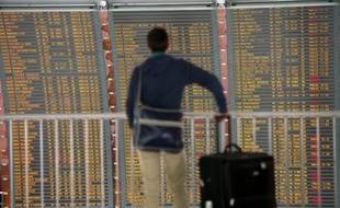 """La grève lancée par un syndicat de contrôleurs aériens entraîne des perturbations """"conformes aux prévisions"""", dans les aéroports parisiens d'Orly et de Roissy"""