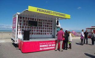 La caravane des primaires, le 19 juillet 2011, sur une plage de Berck.