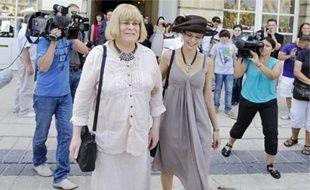 Stéphanie (à g.) et Elise, à la sortie de la mairie à Nancy, samedi.