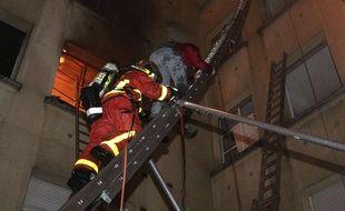 Un incendie dans un immeuble du 16e arrondissement de Paris fait 10 morts et une trentaine de blessés