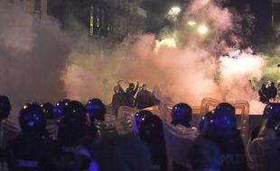 Des heurts ont opposés manifestants anti-couvre-feu et policiers à Naples le 23 octobre 2020