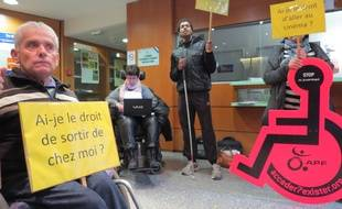 Occupation de la cité administrative, lundi 24 novembre, par plusieurs associations dont l'APF.