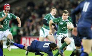 Brian O'Driscoll échappe à Lionel Beauxis, à Dublin, le 7 février 2009.