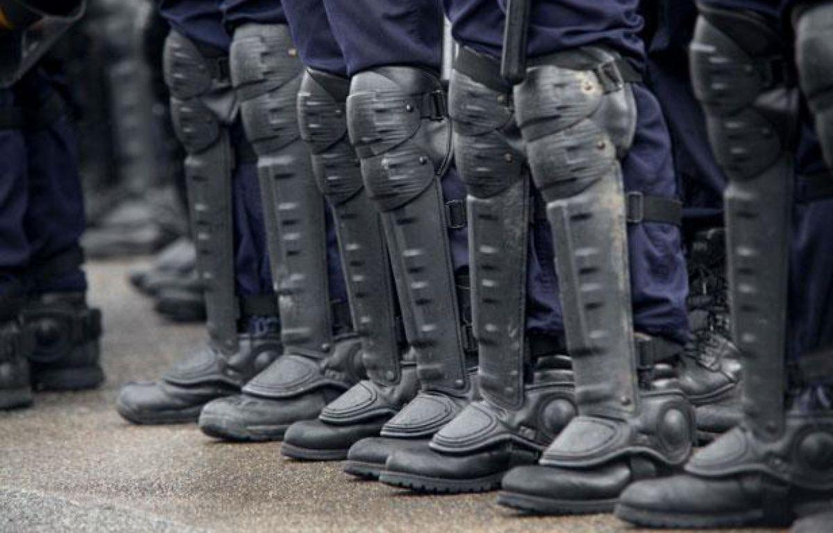 Les bottes d'unecompagnie républicaine de sécurité (CRS)  en février 2001. – LE SAUX LIONEL/SIPA