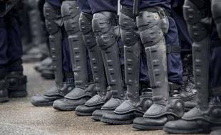 Les bottes d'unecompagnie républicaine de sécurité (CRS)  en février 2001.