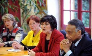 """La ministre déléguée aux Personnes handicapées, Marie-Arlette Carlotti, a dit mardi vouloir lever les """"points de blocage"""" concernant la mise en oeuvre du 3e plan autisme, face à l'impatience des familles qui dénoncent l'absence de changements concrets sur le terrain."""